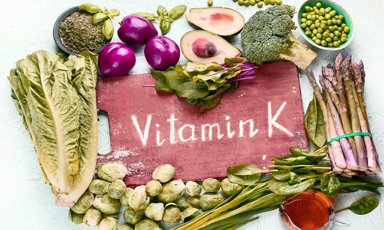 vitamin K trong salad trộn