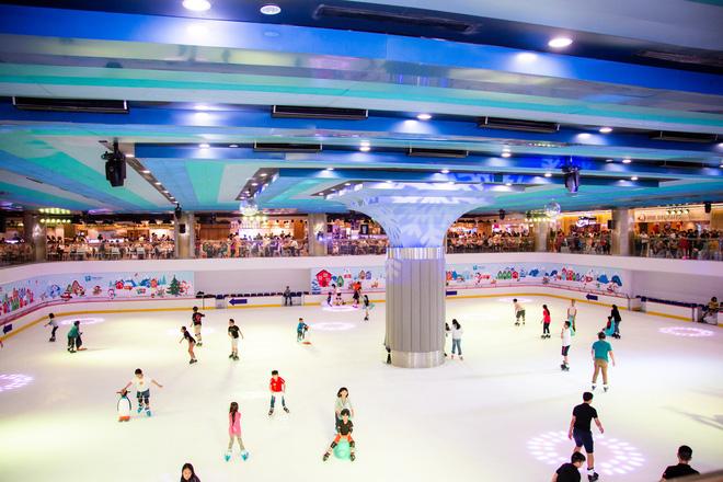 không gian trượt băng